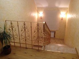 Лестница между этажами Центра
