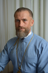 священник в наркологическом центре