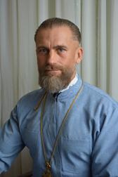 священник в наркологічному центрі